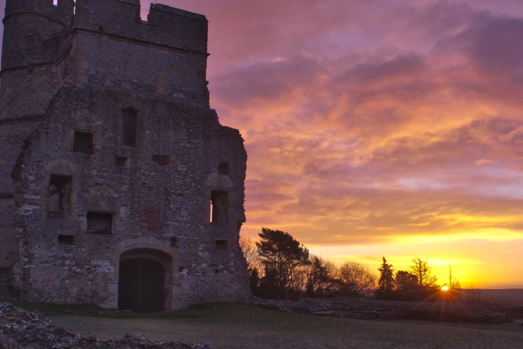 The sunrise begins at Donnington Castle